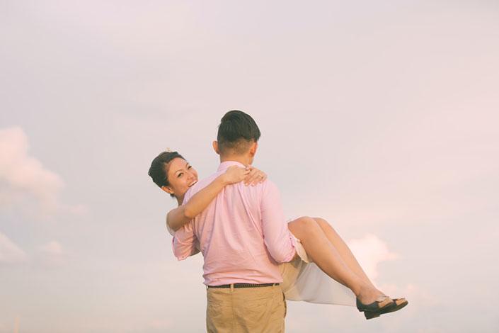 Beautiful Pre-Wedding photos at lalang field at tuas