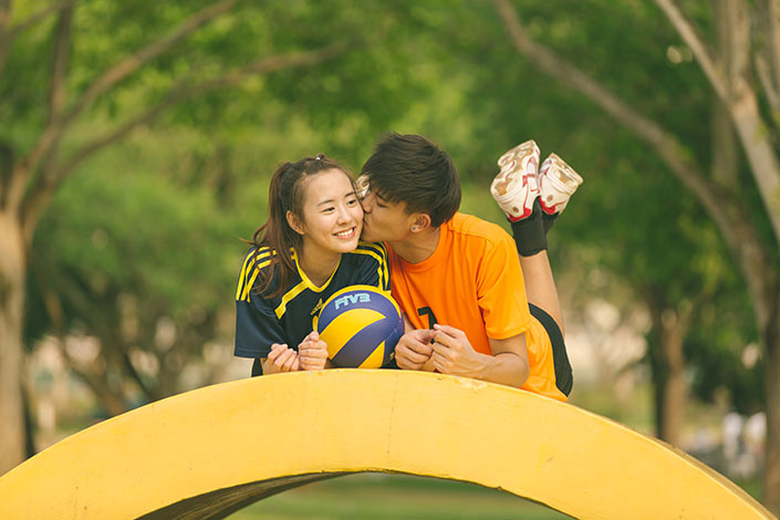 Capturing the love story of Benjamin and Samantha at Pasir Ris Park (Volleyball theme)