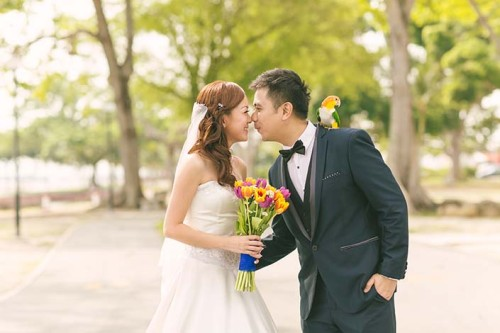 Pre-wedding photoshoot at Changi Beach and Pasarbella (Kenny & Grace)