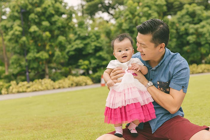 Outdoor family photography session at gardens by the bay to celebrate 6 month old Clarisse