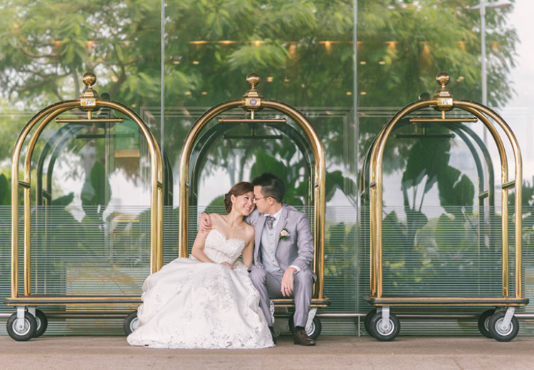 Alice in Wonderland-themed Wedding Day Photography at Marina Mandarin (Zhiyuan & Huilin)