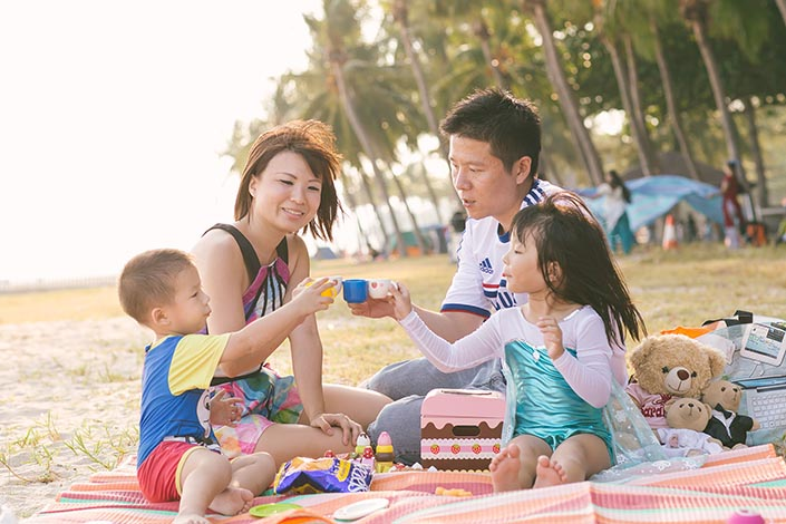Outdoor Family Photoshoot at East Coast Park