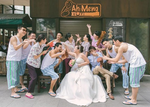 Ah Gong & Ah Ma-themed Wedding Day Photography at Hotel Fort Canning (Sean & Stephanie)