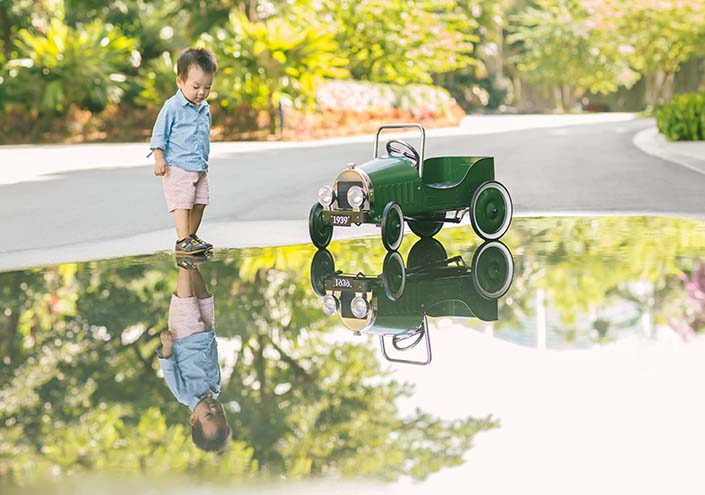 Outdoor family photoshoot at Gardens by the Bay