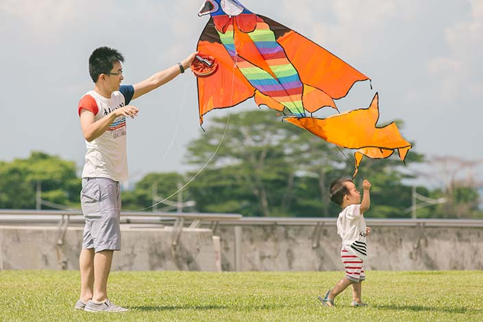 Outdoor family photoshoot at Marina Barrage