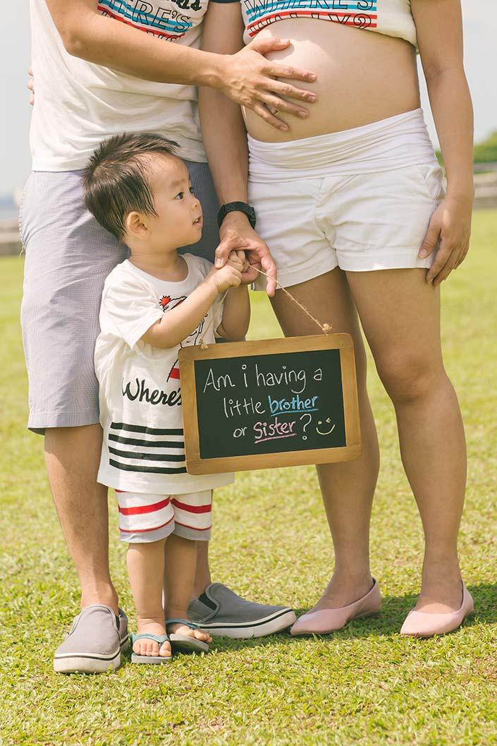Outdoor family photoshoot at Marina Barrage