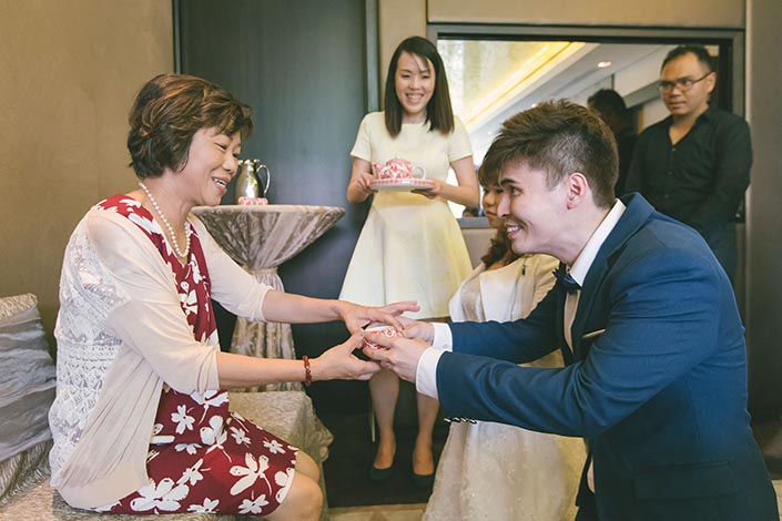 Wedding Day Photography at Fullerton Bay Hotel (Tea Ceremony)