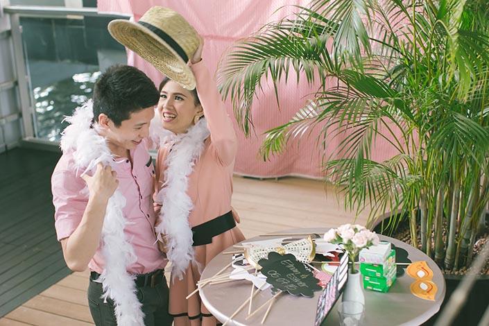 Wedding Day Photography at Fullerton Bay Hotel (DIY Photo booth)