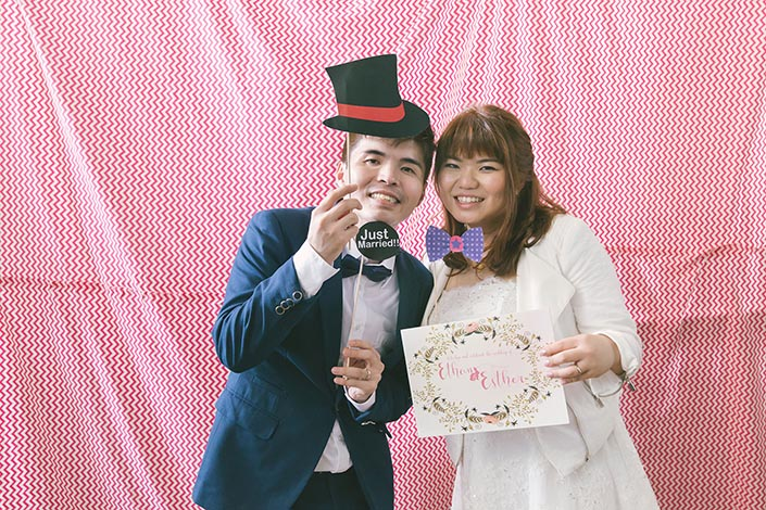 Wedding Day Photography at Fullerton Bay Hotel (DIY Photo booth)