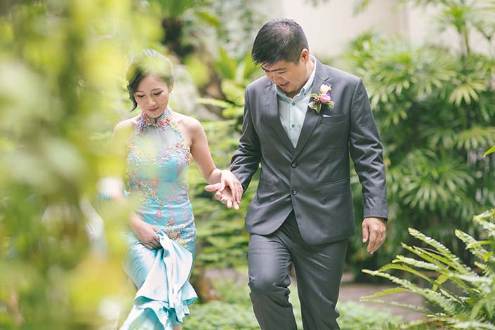 Wedding Day Photography at Goodwood Park Hotel poolside