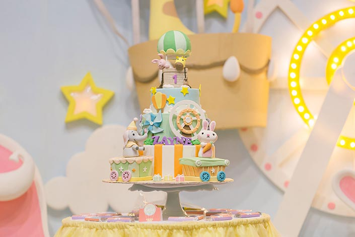 3D Backdrop & Dessert Table styling by aBite