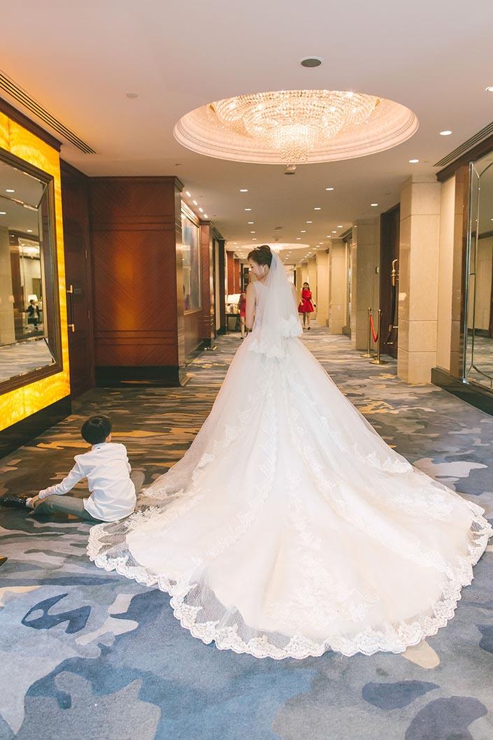 Elegant Wedding Photography: Fairytale Elegant Wedding Day Photography At Shangri-La