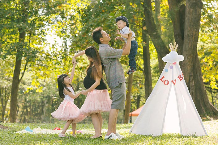 Outdoor Family Photoshoot at West Coast Park
