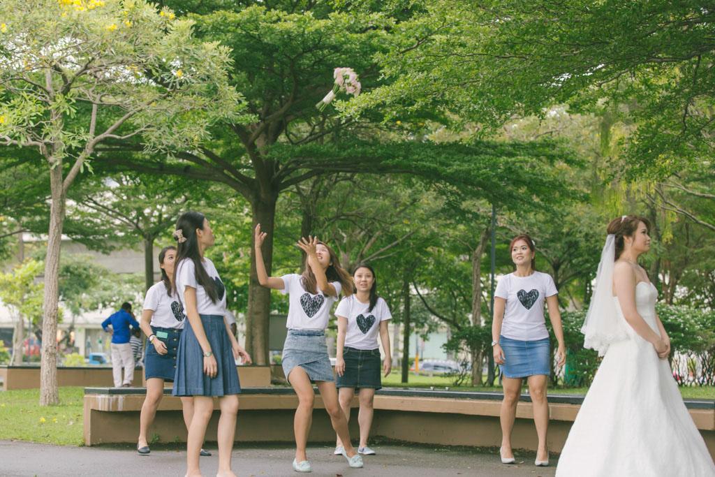 Singapore Wedding Photography Toss Bouquet