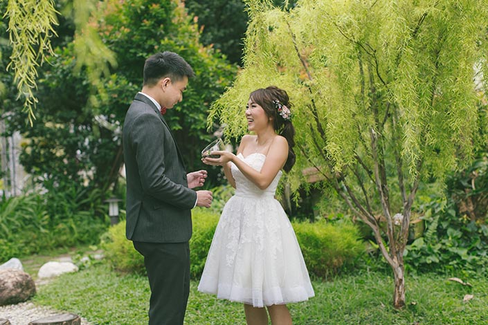 Singapore Pre-Wedding Photography at Sentosa (Terrarium Gift)