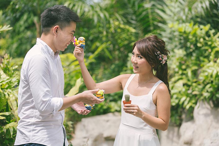 Singapore Pre-Wedding Photography at Sentosa (Minion)