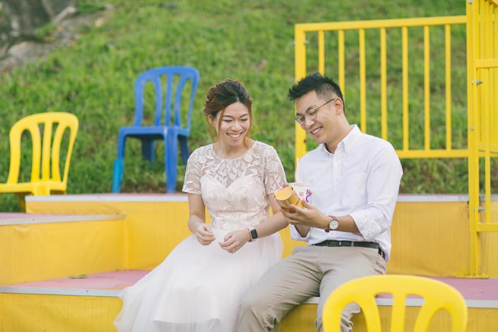 04_Singapore Pre-Wedding Engagement Photography at Gillman Barracks Disini Art (McDonald's Breakfast Surprise)