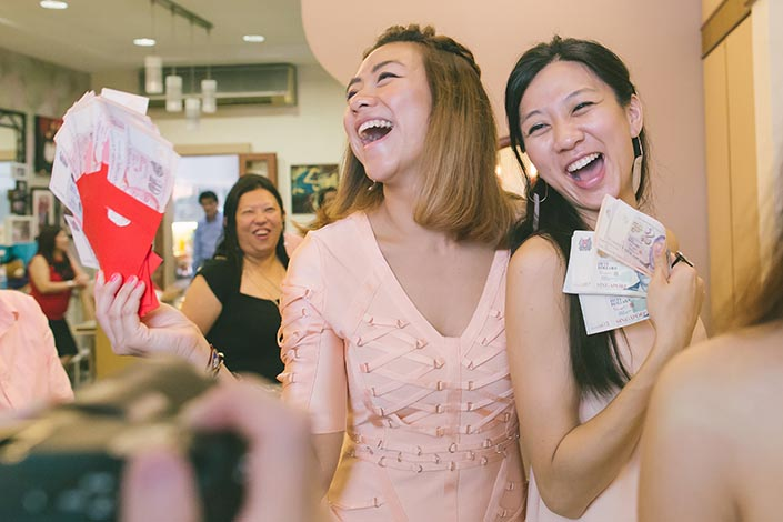 Actual Wedding Day Photography Singapore (Ang bao money)
