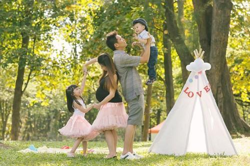 Outdoor Family / Maternity Photoshoot at West Coast Park (Kenny & Karen)